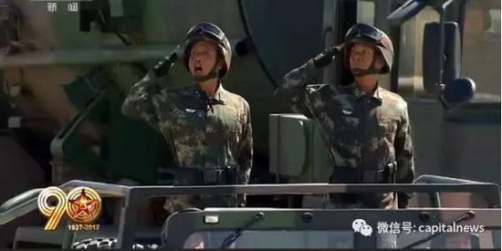 潘吉慧少将(左)
