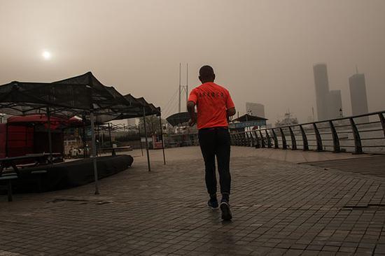 中央第一环境保护督察组向天津市委、市政府进行督察反馈时,着重提出了一系列污染治理走过场、做表面文章的问题。视觉中国 资料