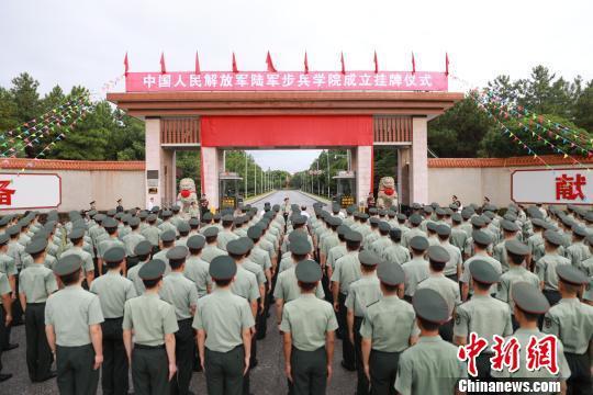 陆军步兵学院是全军26所面向普通高中毕业生招收学员的军校之一,从今年开始面向全国招生。 钟欣 摄
