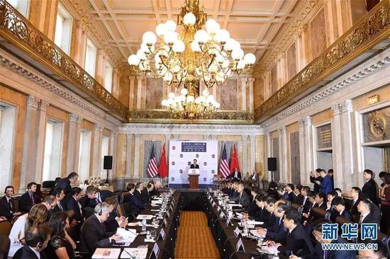 7月19日,首轮中美全面经济对话在美国华盛顿举行。中国国务院副总理汪洋与美国财政部长姆努钦、商务部长罗斯共同主持。
