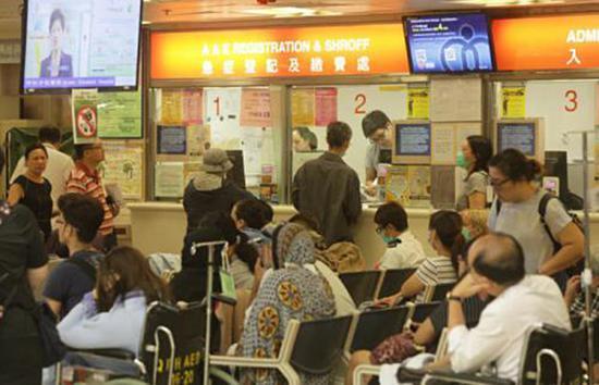 在医院候诊的患者。图片来源:香港《大公报》