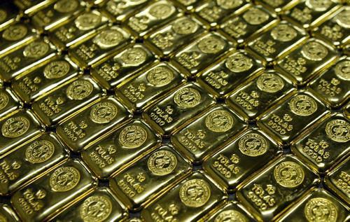 材料图片:南非杰米斯顿一家炼金厂的金条。新华社发