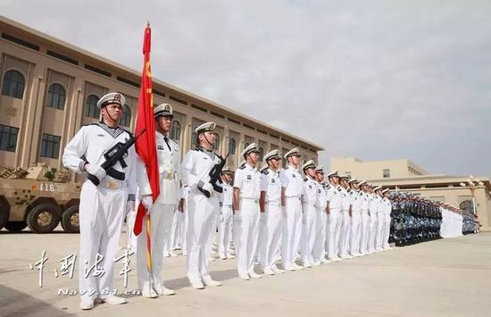 2017年8月1日,中国首个海外保障基地在吉布提投入使用。军队接受检阅。