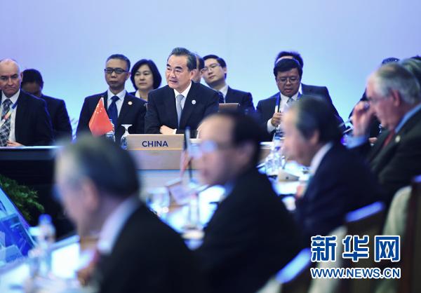 8月7日,中外洋交部长王毅缺席在菲律宾马尼拉举办的第七届东亚峰会外长会。新华社发(王申 摄)