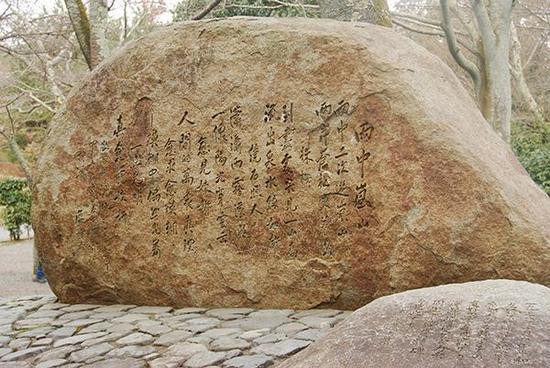 日本京都岚山,中国已故前总理周恩来的纪念碑。视觉中国 资料图