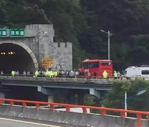 8月10日23时34分,西汉高速一客运发生事故,已经导致36死13伤。