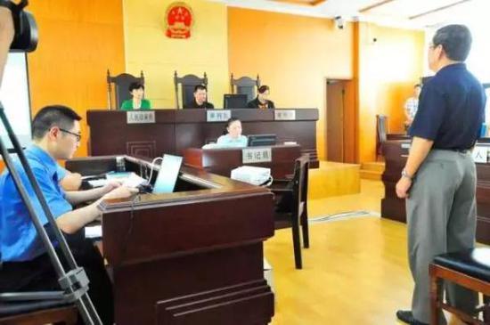 法院以故意杀人罪判处李某有期徒刑二年,缓刑四年。金陵晚报 图