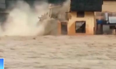 实拍:湖南暴雨 滔滔洪水致民房瞬间倒塌