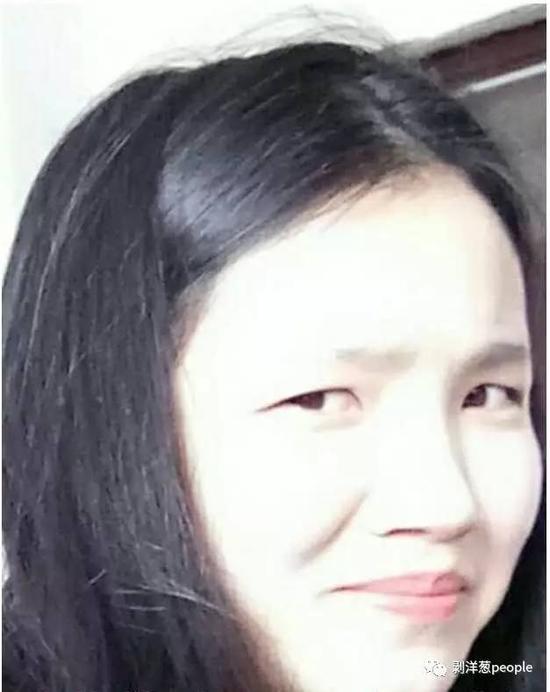 周倩生前做鬼脸的照片。