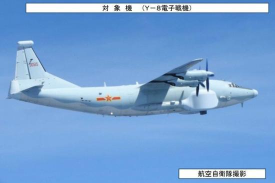 日本防守省9日颁布的运-8电子战机照片。