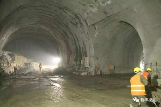 (图:多洞穴施工现场)