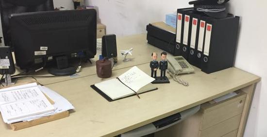王向前的办公桌。磅礴消息见习记者 杨帆 图