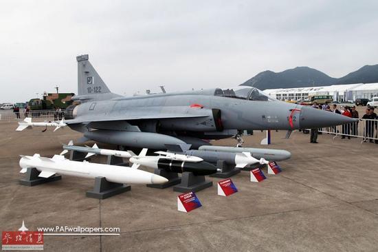 """材料图:巴基斯坦空军JF-17(FC-1""""枭龙)战役机。"""