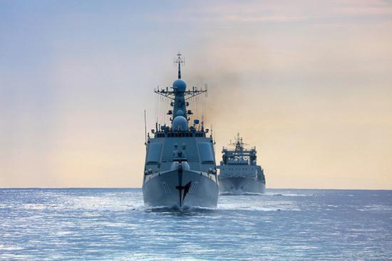 南海舰队近海训练编队在大洋上劈波斩浪。视觉中国 材料