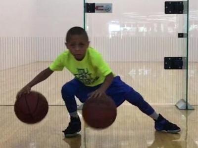 美国7岁篮球神童花式炫技 精湛球技堪比球星