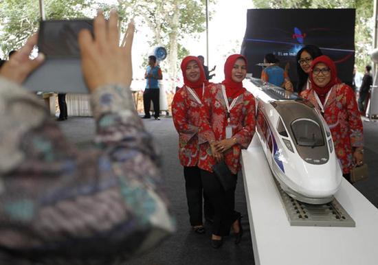 """2016年1月21日,印度尼西亚雅加达至万隆(雅万)高速铁路开工仪式在西爪哇省瓦利尼举行,中国铁路""""走出去""""在2016年实现良好开局"""