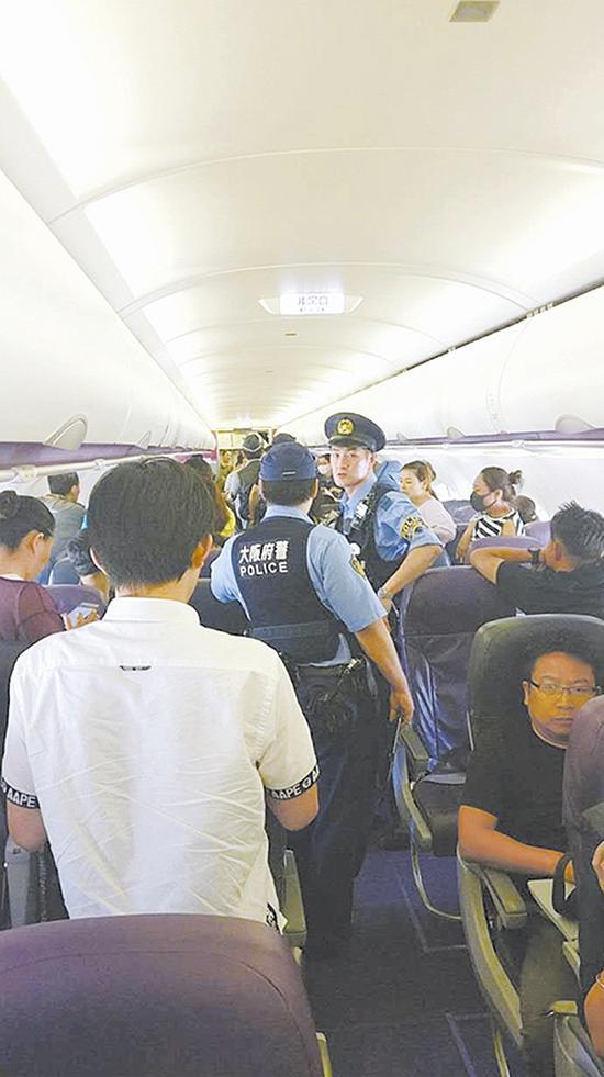 被滞留在飞机上之搭客 采访工具提供