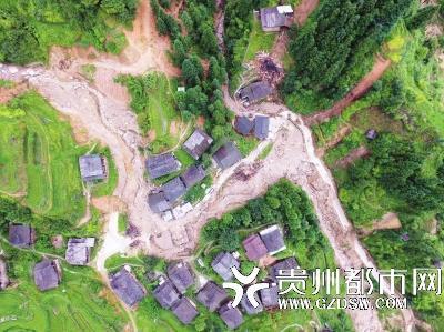 山村教师冒雨叫村民避险 搜救群众遇泥石流罹难
