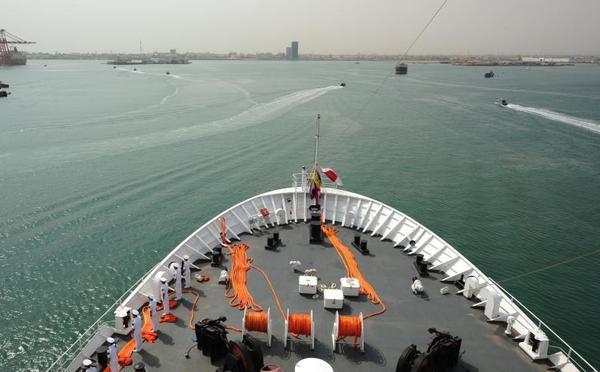 中国海军和平方舟医院船访问吉布提