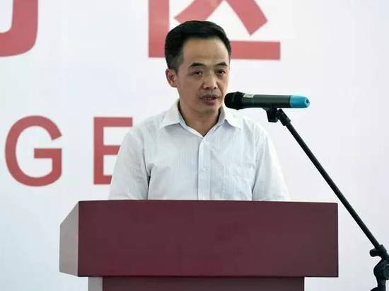 教育部党组成员、部长助理、教材局局长郑富芝在仪式上讲话 邢光明摄影