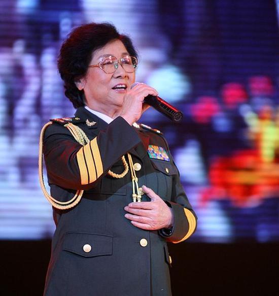 2009年9月13日,西安,马玉涛教师献唱。视觉中国 材料图