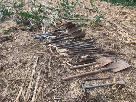 滕州警方查获的盗墓工具。