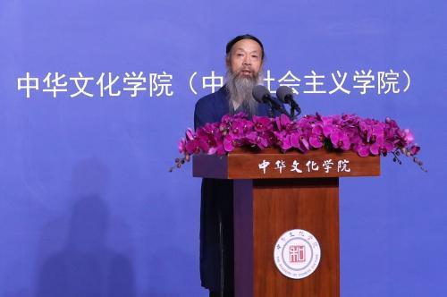 """9月6日上午,由中华文化学院(中央社会主义学院)、中华宗教文化交流协会联合主办的""""中华文化与宗教中国化""""论坛在北京举行。图为中国道教协会会长李光富在论坛发言。"""