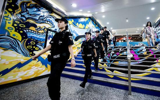 南京地铁女警巡防队亮相后 猥亵案减少