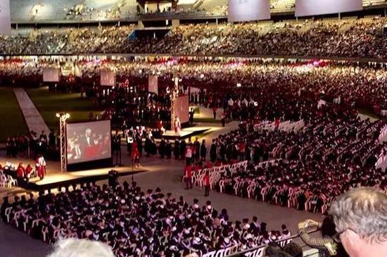 小林在澳洲参加的研究生毕业典礼 受访者供图
