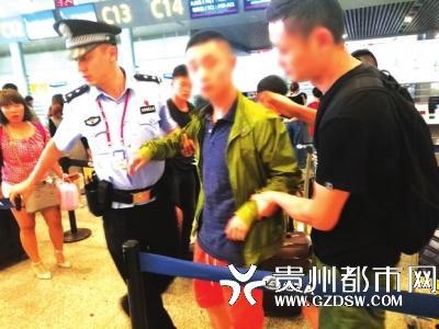 咔哇潮饮贵阳经销商汪某在贵阳机场被设伏民警控制。
