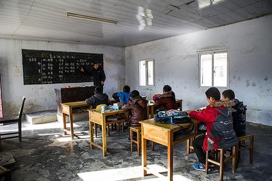 彭祖明正在给学生上课。 视觉中国 资料图