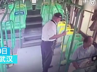 老人公交车上顺走他人救命药 警方找回