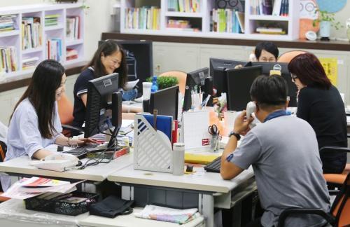 内科学年鉴研究显示,久坐不动的现代生活与工作方式容易导致早死。台湾《联合报》资料照/记者曾学仁摄影