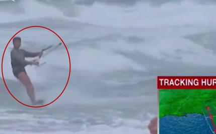 """飓风""""厄玛""""扫荡佛州 大胆男子滔天巨浪中玩冲浪"""