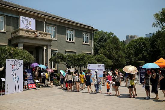 2015年,英国驻华使馆举行首次开放日活动。视觉中国 资料