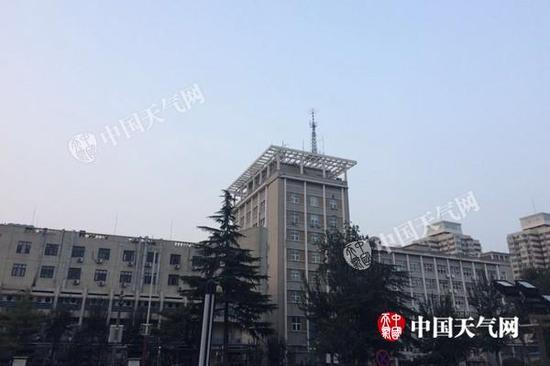 今天早晨,北京海淀区天气晴好。