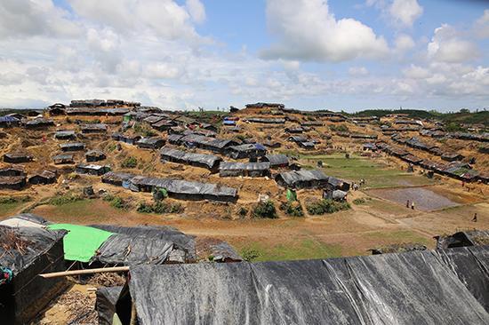 当地时间2017年9月11日,孟加拉国科克斯巴扎尔 ,罗兴亚人难民暂时生活在难民营。