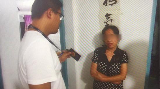 砸车桩女子张某在住所被警方抓获。本文图片均来自上海闵行警方