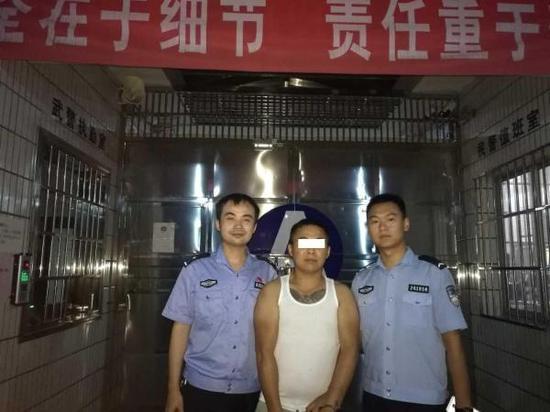 公安部A级通缉嫌犯邓海峰被押进看守所