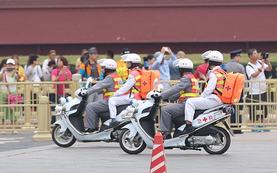 2016北京马拉松已经配备了流动医疗队伍。