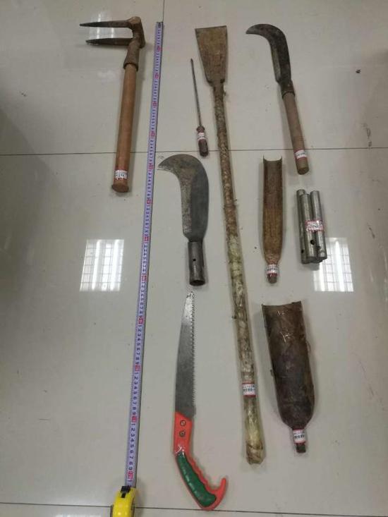 警方缴获的盗墓作案工具。本文图片均警方供图