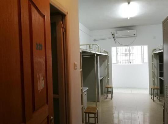 打扫干净的新生宿舍。 校方供图