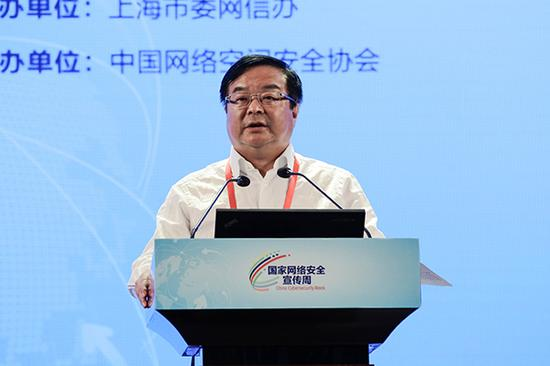 中国移动通讯团体公司党组成员、副总司理李正茂演讲。 张呈君 图