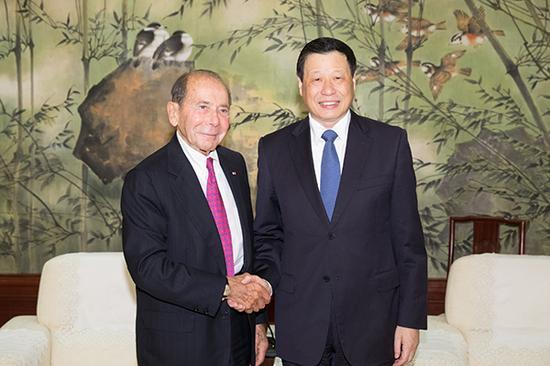 上海市市长应勇会见美国史带公司董事长兼首席执行官莫里斯·格林伯格。 本文图均为 张春海 摄