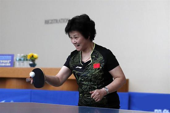 """""""乒乓外交""""见证者、天下冠军郑怀颖在演出赛中。 新华网 图"""