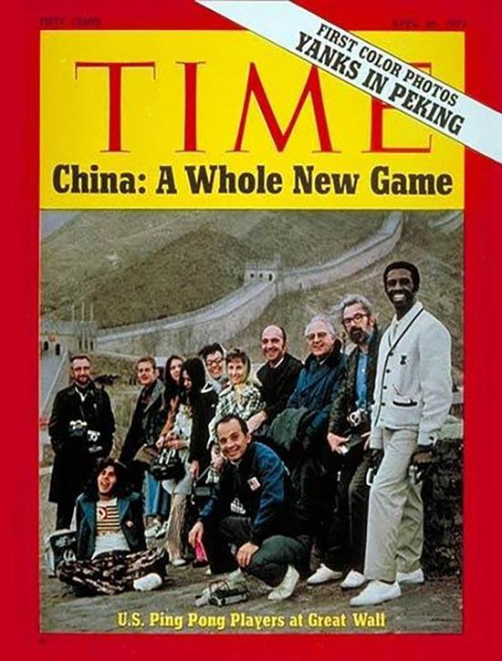 美国《时代》杂志刊登美国乒乓球队在长城作为封面图。