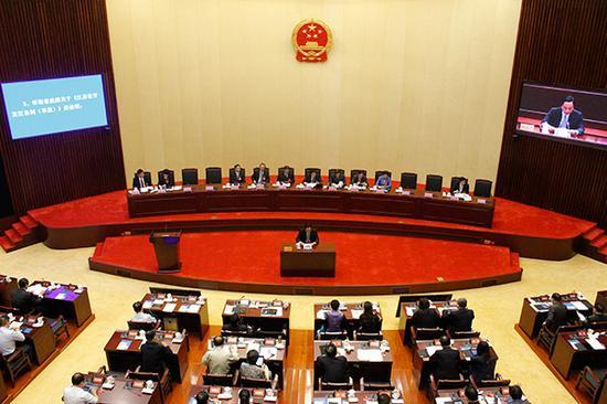 江苏省十二届人大常委会第三十二次集会在南京开幕。