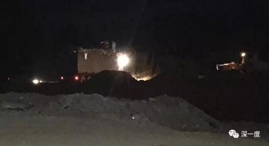 △ 环保志愿者深夜跟踪偷运垃圾的货车(本文图片、视频由网友湖南小武哥、小痞等提供)