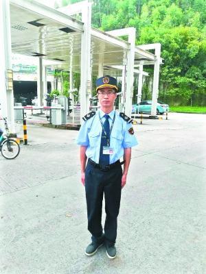 事发当天,当值保安刘竞平第一个发现了火灾险情。