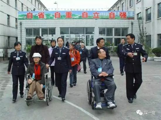 陈玉梅参加帮教活动。